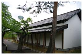 (14)現存する唯一の奉行所付属建屋である土蔵(兵糧庫)